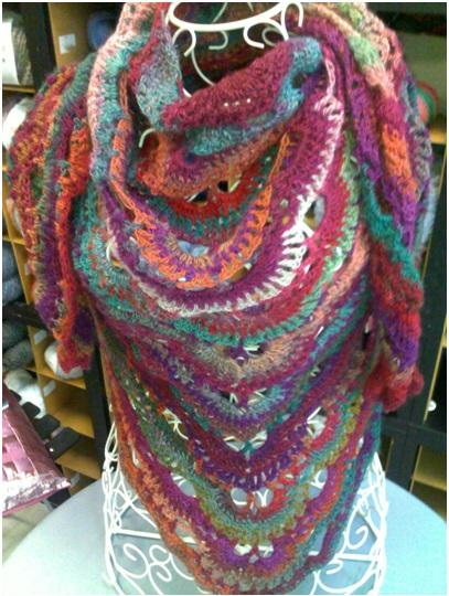 Mercerie_Sens-Fil_a_point--Châle au crochet laine