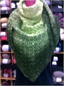 Mercerie_Sens-Fil_a_point--Chèche au crochet en merino fine et soie